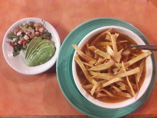 East Ellijay, Джорджия: Tortilla Soup with fresh pico and avacoda