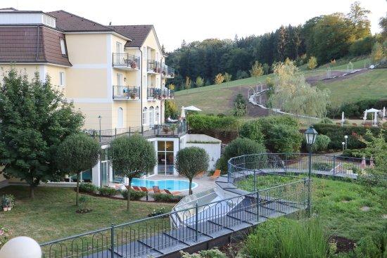 Neuhofen an der Ybbs, Austria: Blick vom Balkon in den Garten