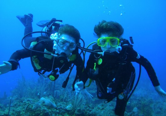 Hopkins, Belize: Grab a dive buddy and dive with Hamanasi!