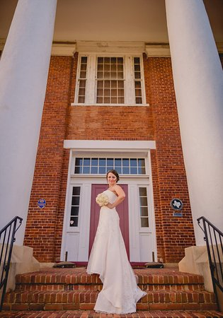 Nacogdoches, TX: A bride in front of Old University