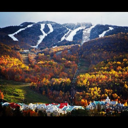 Lac-Superieur, Kanada: Autumn in Mont Tremblant, with first dusting of snow