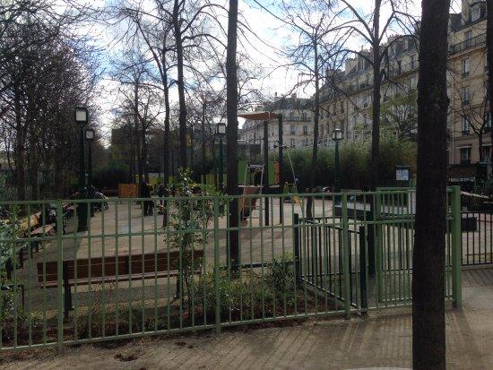 Jardin Nelson-Mandela: Aire de jeux pour jeunes enfants