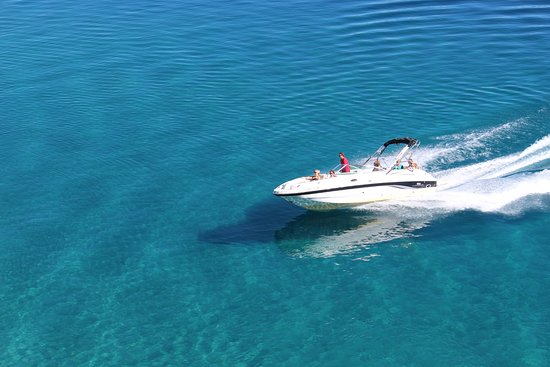 South Lake Tahoe, Kalifornien: Beautiful sightseeing and/or watersports boat cruise with our amazing Captains!