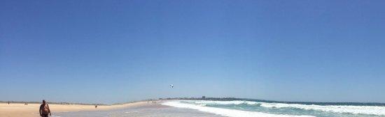 Meia Praia : So weit das Auge reicht Sand und Meer