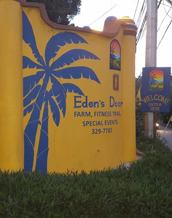 Scarborough, Tobago: Entrance to Eden's Door--West side
