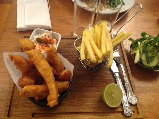 Willerby, UK: Chicken gougons with fries salad and coleslaw evening meal in the Figs restaurant