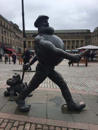 Desperate Dan Statue