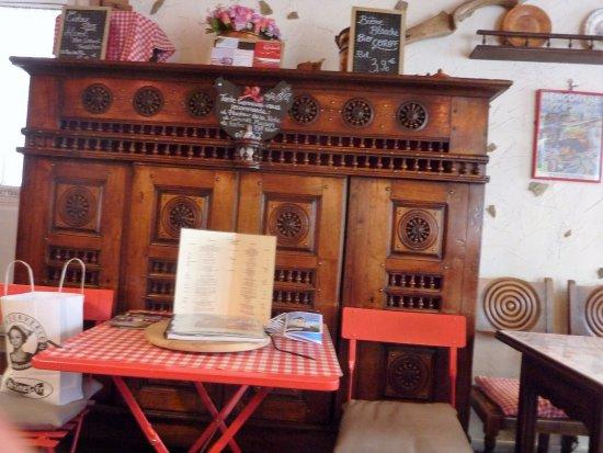 Creperie Tante Germaine: decor un lit clos breton
