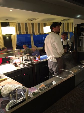 """DONNER'S Wein & Kuchenbar: the """"kitchen"""" out in the open"""