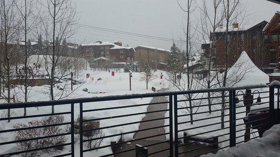 Hotel Terra Jackson Hole, A Noble House Resort: Balcony looking toward square and mountain