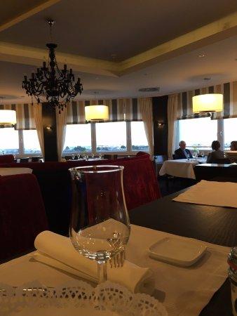 DONNER'S Wein & Kuchenbar: restaurant interior
