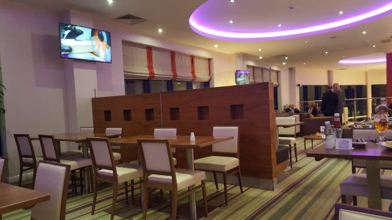Holiday Inn Express London-Newbury Park: TA_IMG_20170322_193142_large.jpg