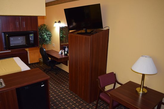 """Microtel Inn & Suites by Wyndham Rock Hill/Charlotte Area: Suite with 1 Queen Bed Work Area with 42"""" HDTV, 1 Cup Coffee Maker, Micro/Fridge, Kitchenette"""