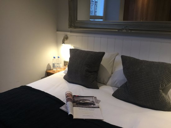 Ilfracombe Carlton Hotel : Generous queen sized beds in our new deluxe room