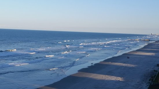 Holiday Inn Express and Suites Oceanfront: Breezy afternoon