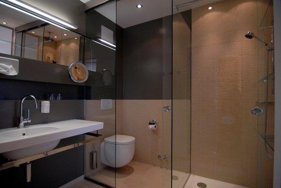 Biohotel Ramsauhof: Badezimmer In Unseren Suiten. Doppelzimmer Grüne Erde  ...