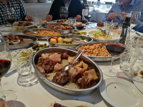 El Escorial, Espanha: El mejor cocido de Madrid, estilo maragato.