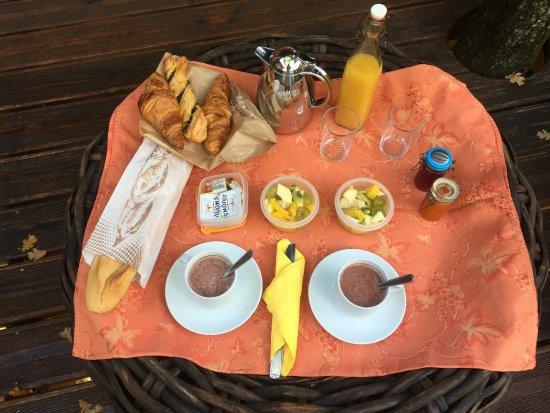Entrechaux, Frankrike: Petit déjeuner.