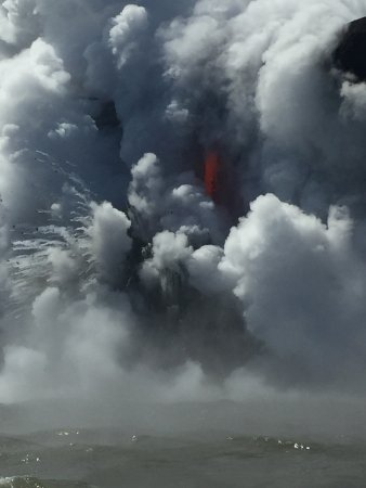 Pahoa, Χαβάη: Epic explosive lava flow!!