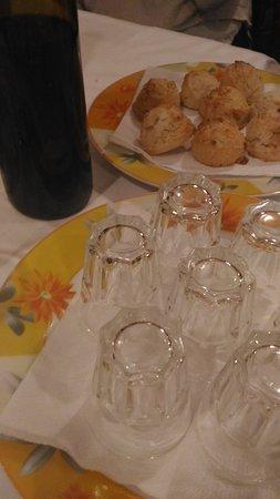 Castelfranco Emilia, Italien: Gnocco fritto, tris di primi, tigelle, tagliatelle con ragù di lepre, tagliata di manzo, ...