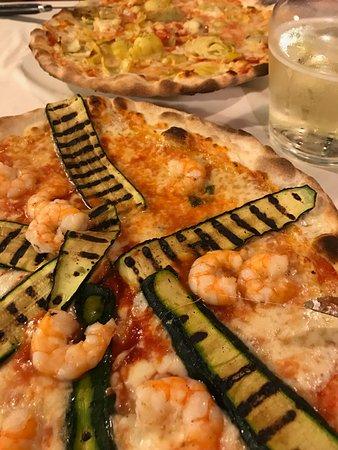 Taverna San Trovaso : Pizza con gamberi e zucchini