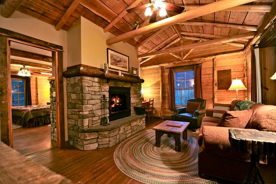 Emigrant, MT: Cabin living room and bedroom