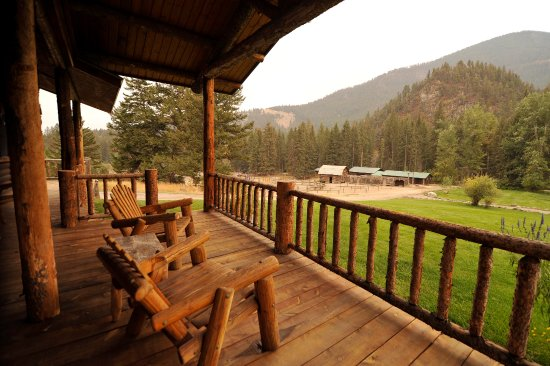 Emigrant, MT: Cabin front porch