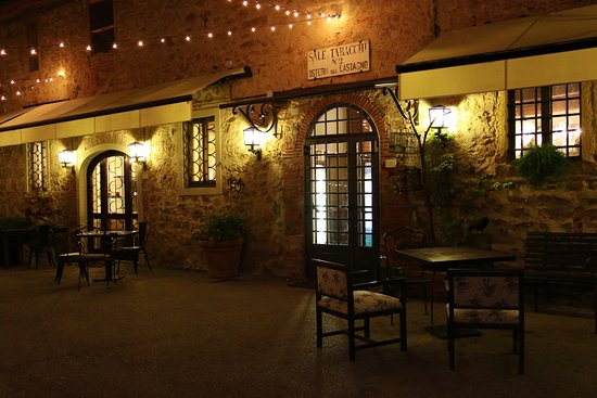 Gambassi Terme, Italia: Restaurant von außen