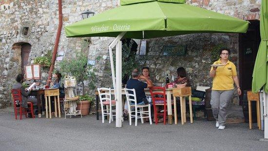 Duddova, Italia: Essen auf der Straße