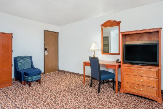 Gillette, WY: King Suite