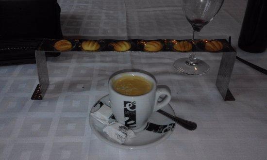 Senegue, Spain: surtido de galletitas de mantequilla acompañando el cafe!!!!