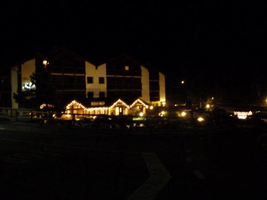 Residence Aparthotel Des Alpes: Hotel o prosincové noci