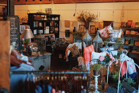 Whitesboro, TX: An inside look at our boutique/gift shop in the spring!