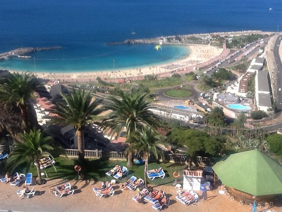 Playa de Amadores: View of Amadores beach