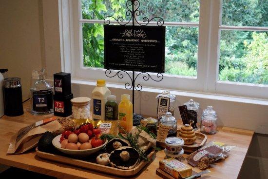 Olinda, Австралия: Generous organic breakfast supplies