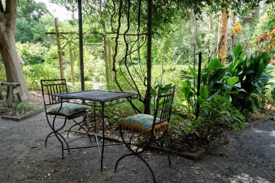 Olinda, Australia: Sit in the 1 acre gardens