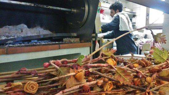 Montespertoli, อิตาลี: L'arrosto è pronto