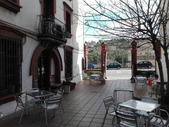 Vallirana, España: Terraza vista desde el interior.