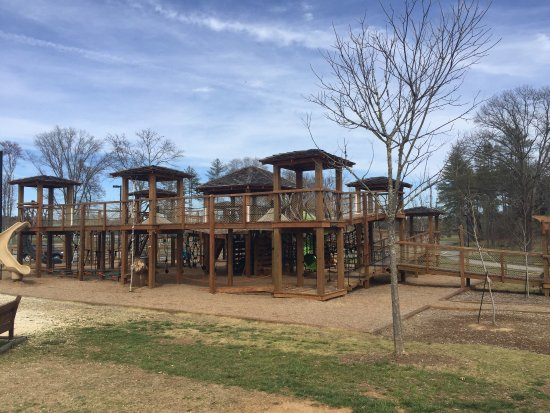 Morganton, Kuzey Carolina: This is only half the playground! Fully accessible and tons of fun for kids of all ages and abil