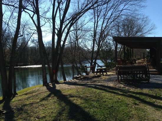 Elizabethton, TN: Simply peace along the river where ever you sit!