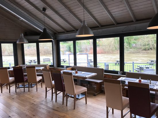 Jackfield, UK: View from the restaurant towards the river