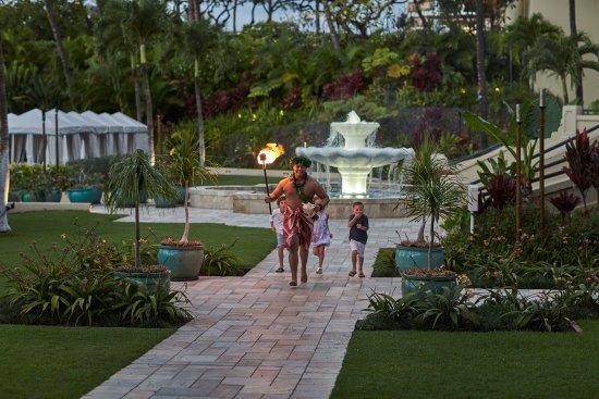 Four Seasons Resort Maui at Wailea: Nightly torch lighting ceremony