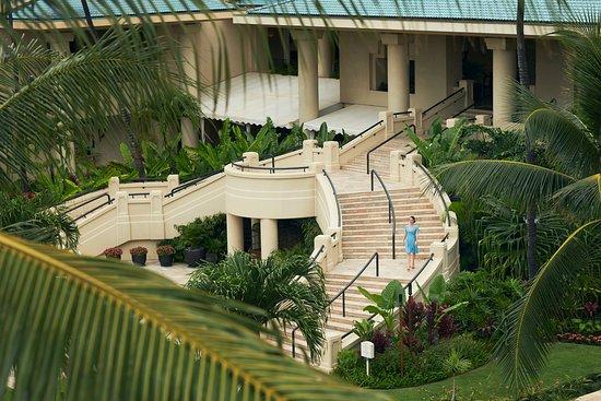 Four Seasons Resort Maui at Wailea: Grand Staircase