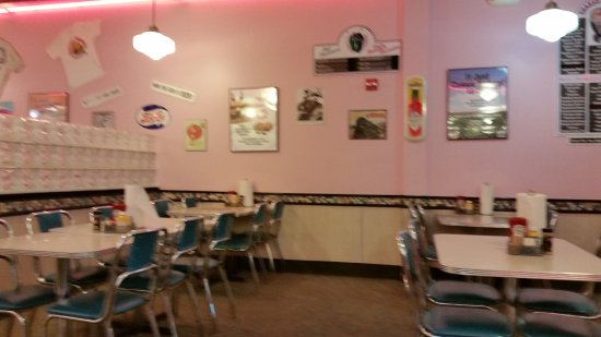 Cheeburger Cheeburger: Old Diner Style Furnishings