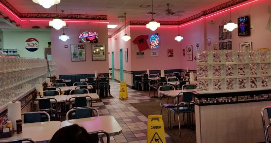 Cheeburger Cheeburger: Dining Area