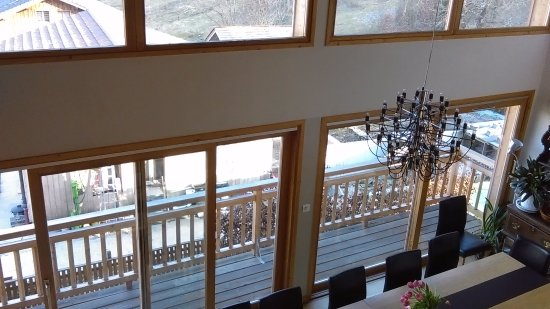 Samoens, Francja: Dining room with great views and sunshine
