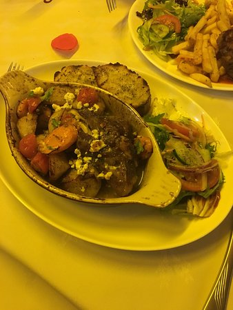 Stefanos Greek Taverna: Amazing food, Lovely friendly atmosphere quick service and well decorated! Will be returning, th