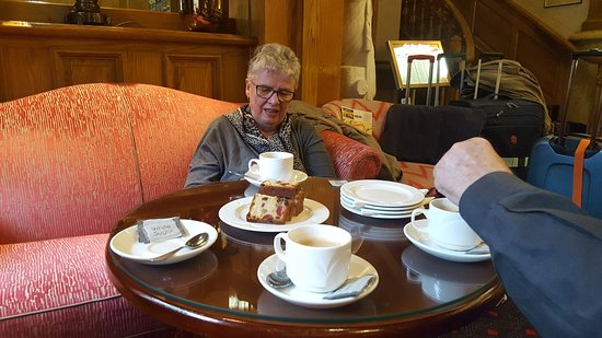 Park House Hotel: This is how you are recieved: Coffee and cake !