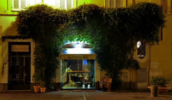 Salotto 42夜店