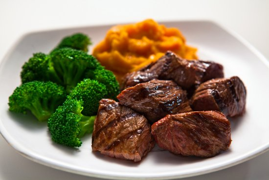 Owings Mills, Μέριλαντ: Grass fed steak tips!  Marinated, tender and delicious as an entre or add-on to a Ubowl or salad